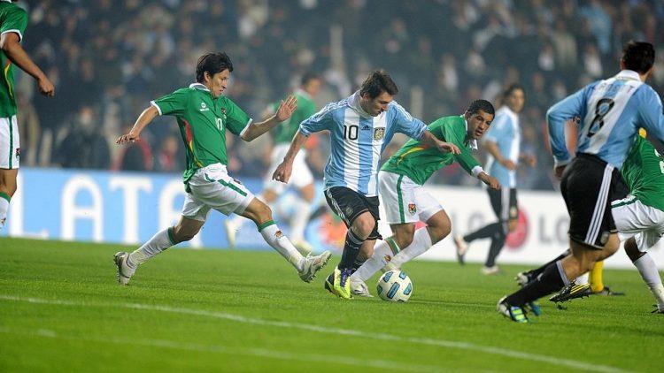 1024px-Argentina_vs_Bolivia_-_2011-07-01